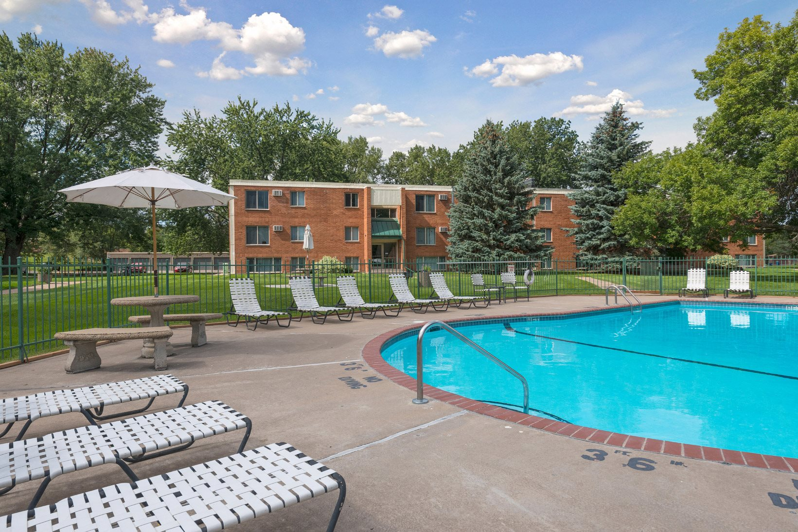 Regency Park Apartments in North St. Paul, MN Outdoor Pool