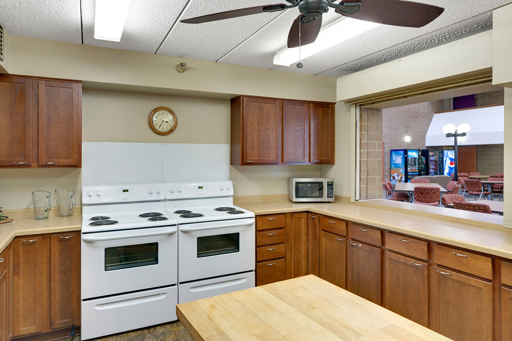 Entertain In Style, A Full Kitchen At Your Disposal.