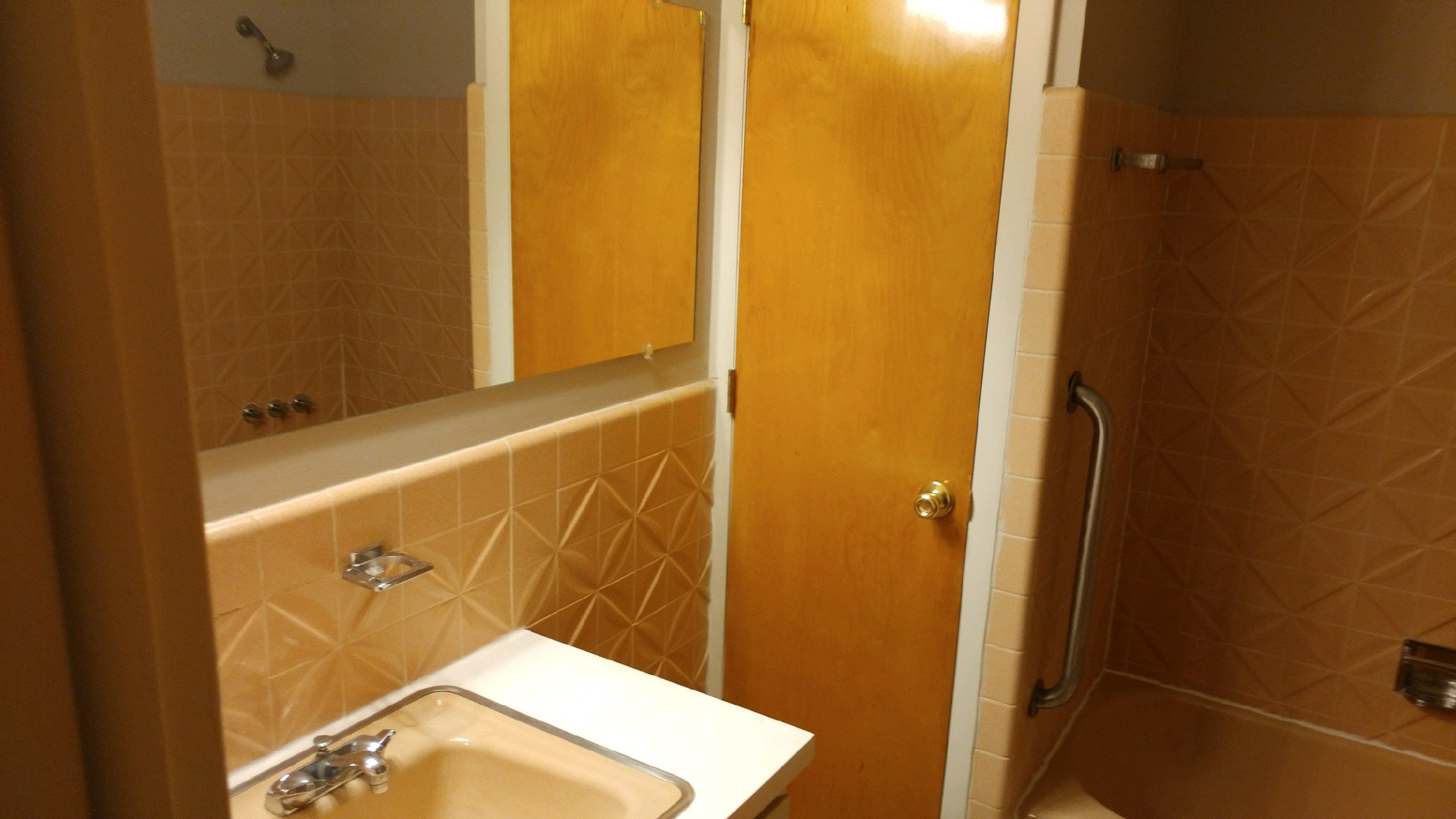 Spacious Bathrooms at Green Acres Apartments,Michigan, 48603