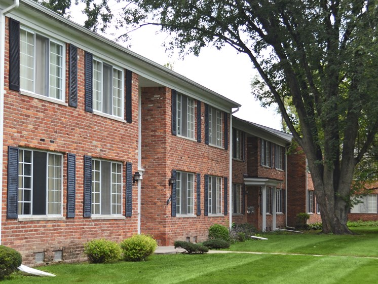 Lush Landscaping at Green Acres Apartments,Saginaw, 48603