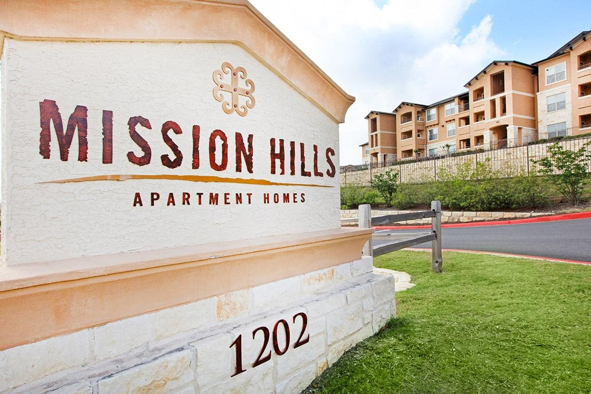 Mission Hills Luxury Apartments in San Antonio, TX - Exterior