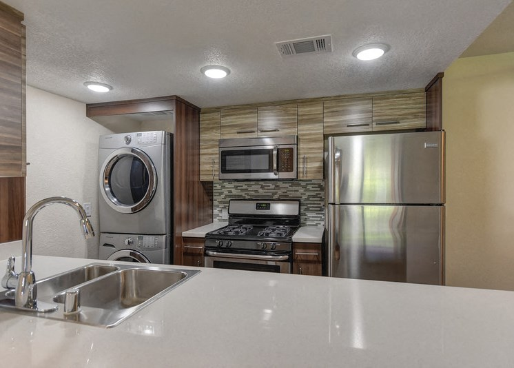 Luxury Apartment Community Kitchen and In Unit Washer Dryer