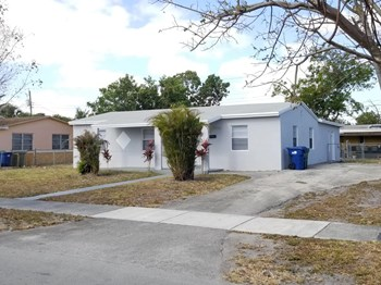 15920 NW 17 Court 5 Beds House for Rent Photo Gallery 1