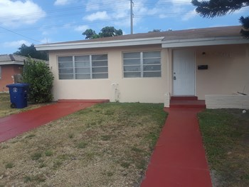 2781 NW 64 Terrace 4 Beds House for Rent Photo Gallery 1