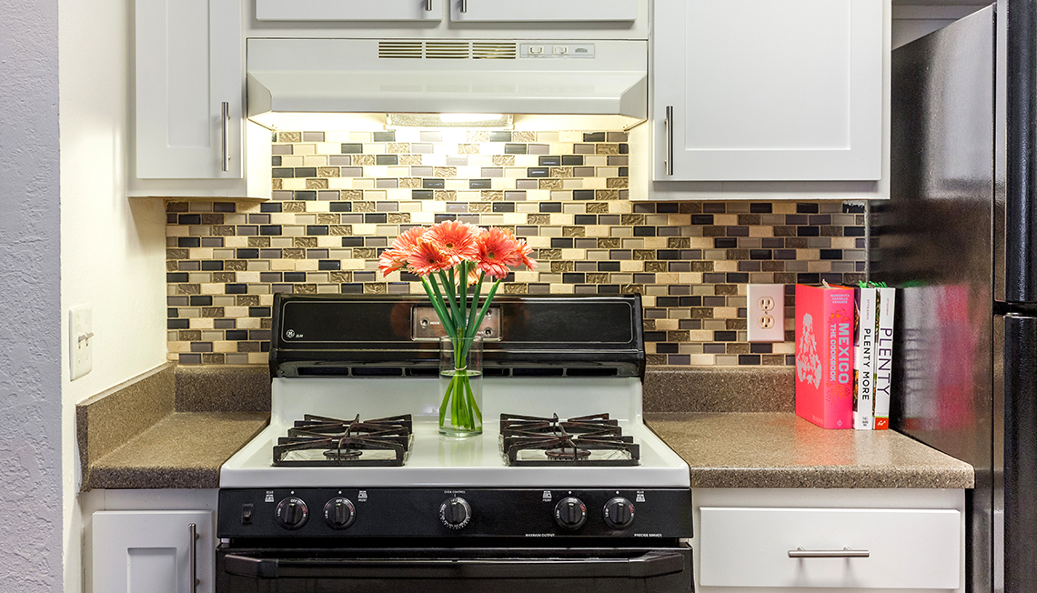 Top-of-the-line Kitchens at Waldon Lakes Apartments, Michigan, 48359