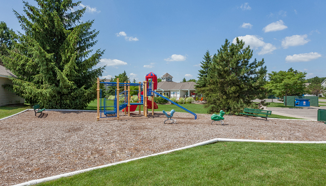 Greenspace Walking Trails and Parks at Waldon Lakes Apartments,2000 Elmhurst Circle, Orion MI, 48359