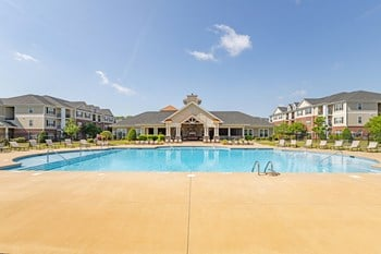 2700 West Arlington Blvd 1-3 Beds Apartment for Rent Photo Gallery 1