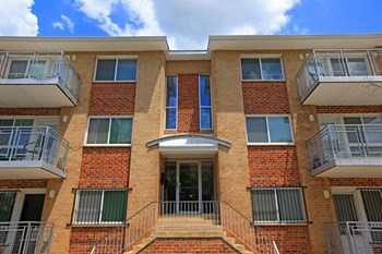 2834 Q Street, SE 1-2 Beds Apartment for Rent Photo Gallery 1