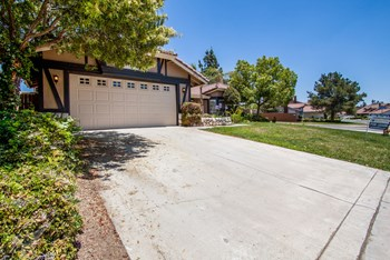 24104 Old Country Rd 3 Beds House for Rent Photo Gallery 1