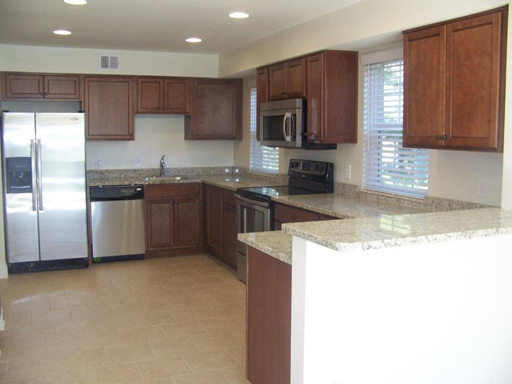 Fully Equipped Kitchen at Indian Creek Apartments, Cincinnati, 45236