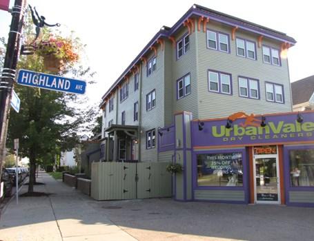 Apartments at 618 Elmwood Community Thumbnail 1