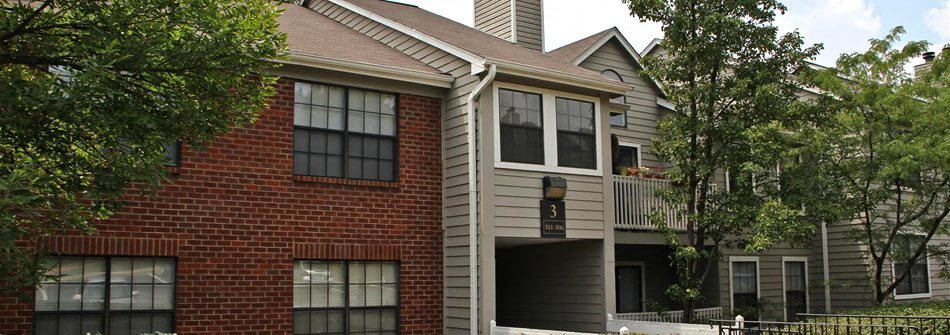 Exterior of River Oak Apartments in Clifton Heights Louisville KY
