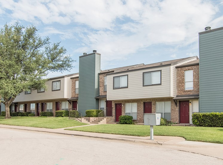 Apartment Buildings at Parkwood Plaza Apartments in Duncanville, Texas, TX