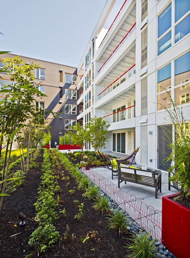 Courtyard at Astro Apartments, Seattle, WA,98109