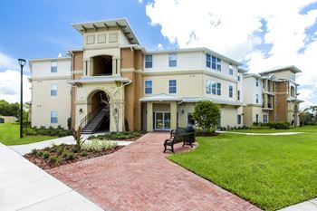 6532 Pershing Ave. 1-4 Beds Apartment for Rent Photo Gallery 1