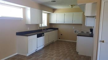 2333 Lockhart Avenue 3 Beds House for Rent Photo Gallery 1