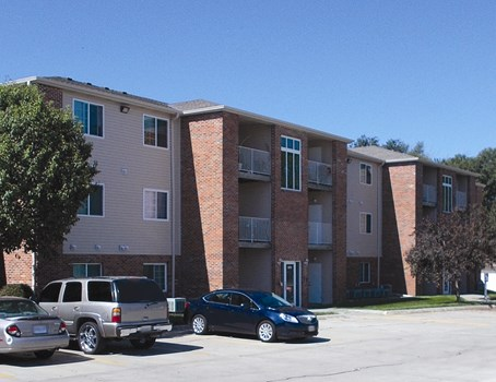 Deerfield Apartments Community Thumbnail 1