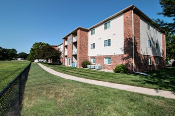 1274 Deerfield Blvd 1-3 Beds Apartment for Rent Photo Gallery 1