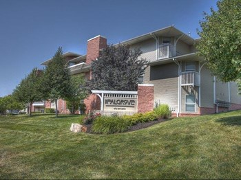 5410 S 111th Plz 1-2 Beds Apartment for Rent Photo Gallery 1