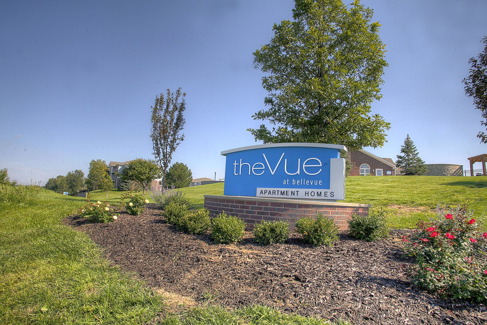 Bellevue ne apartments the vue apartments photo gallery monument sign at the vue 2882 comstock bellevue solutioingenieria Images