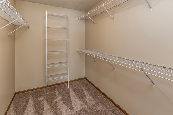 Walk-In Closet at Tiburon View Apartments, Omaha, NE, 68136