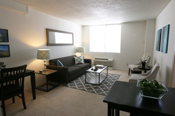 2121 Douglas St 2 Beds Apartment for Rent Photo Gallery 1