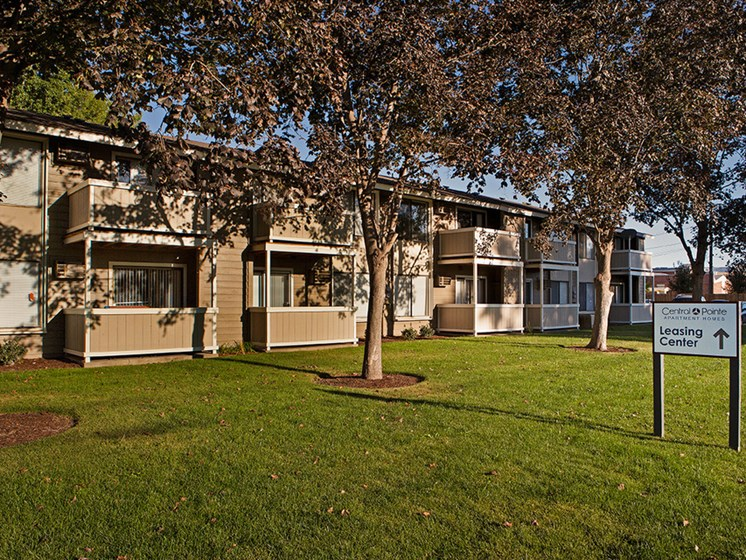 Exterior green space at Central Pointe Apartments in Boise ID