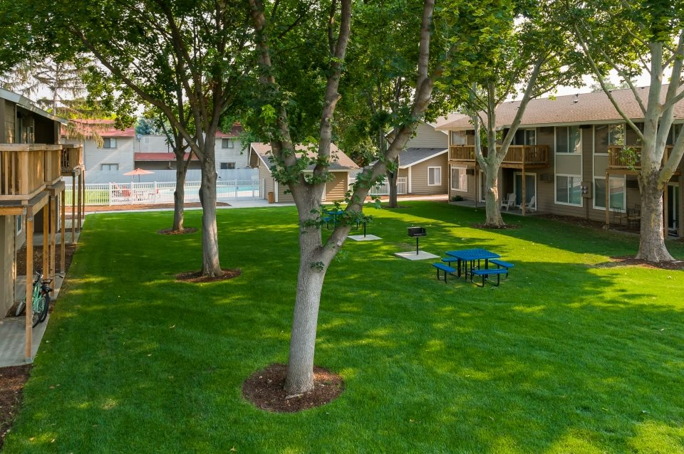 Green Space Central Pointe Apartments in Boise ID