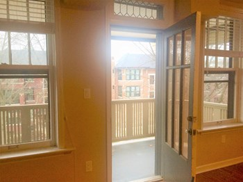 6111 Pershing 3 Beds Apartment for Rent Photo Gallery 1