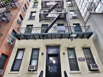 206 East 70th Street Studio Apartment for Rent Photo Gallery 1