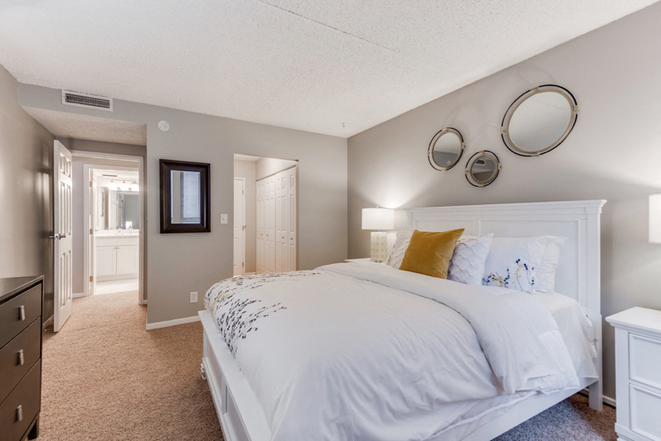 York Plaza | Apartments in Edina, MN