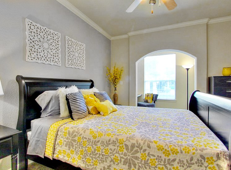 Live in cozy bedrooms With Ceiling fan at The Bridges on Eldridge, TX