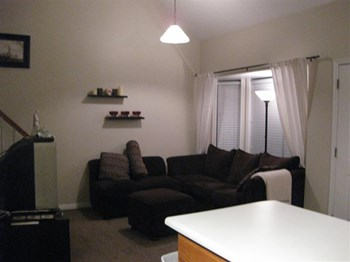 949 North University Ave. #14 2 Beds Condo for Rent Photo Gallery 1