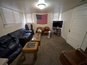 761 North University Ave. 4 Beds Apartment for Rent Photo Gallery 1
