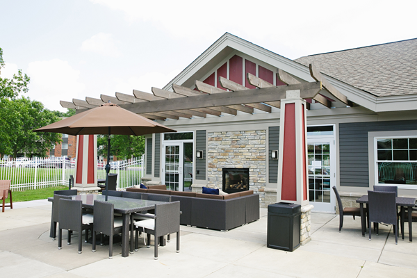 fire pit and outdoor relaxing area at Valley Creek Apartments, Woodbury, MN 55125