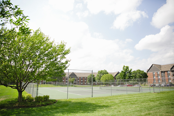 tennis courts at Valley Creek Apartments, Woodbury, MN 55125