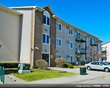 3560(D,F) E. Douglas Ave 1-3 Beds Apartment for Rent Photo Gallery 1