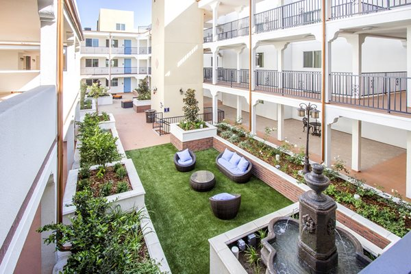 Courtyard Garden at Le Blanc Apartment Homes, Canoga Park, California