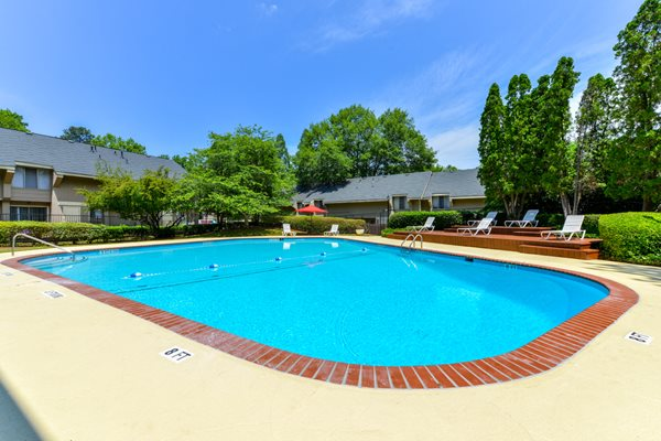 Aspen Pointe Apartments Sparkling Swimming Pool | Roswell GA 30076