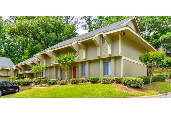 Professional Landscaping at Aspen Pointe Apartments | Roswell, GA 30076
