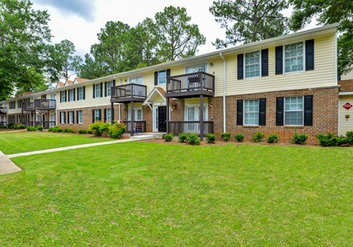 Emerald Pointe Apartment Homes Community Thumbnail 1
