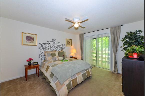 Lakeside Apartment Townhomes 5577 Riverdale Road College Park Ga Rentcaf