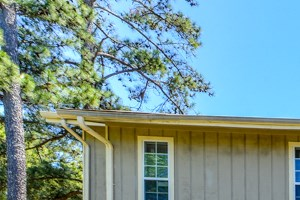 Well maintained buildings and landscaping | Linden Ridge | Stone Mountain, GA 30083