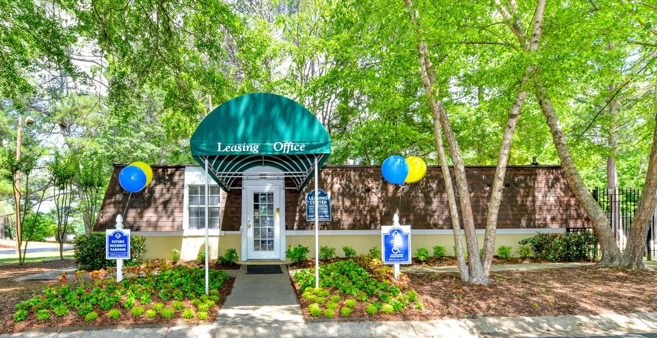Oak Run Apartment Homes Leasing Office   Jonesboro, GA 30236