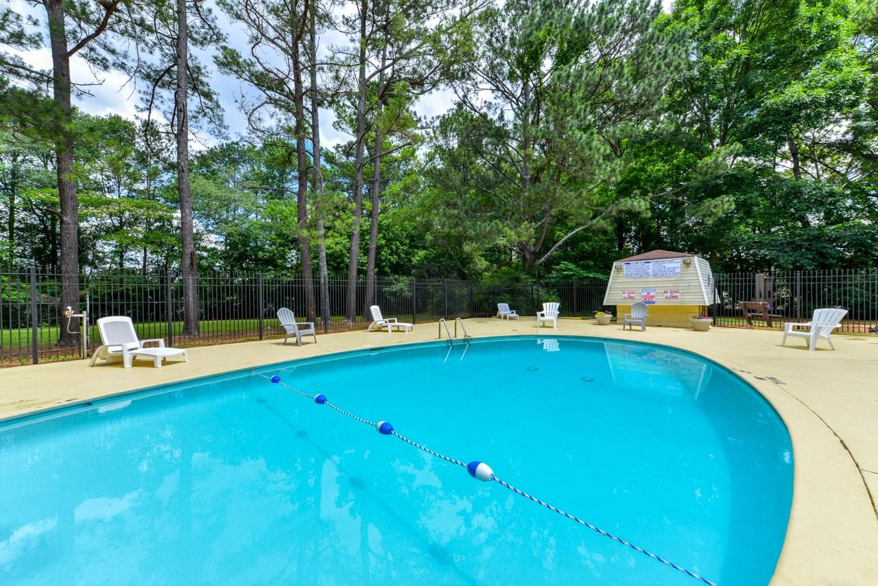 Enjoy Long Summer Days at the Oak Run Apartment Homes Sparkling Swimming Pool | Jonesboro, GA 30236