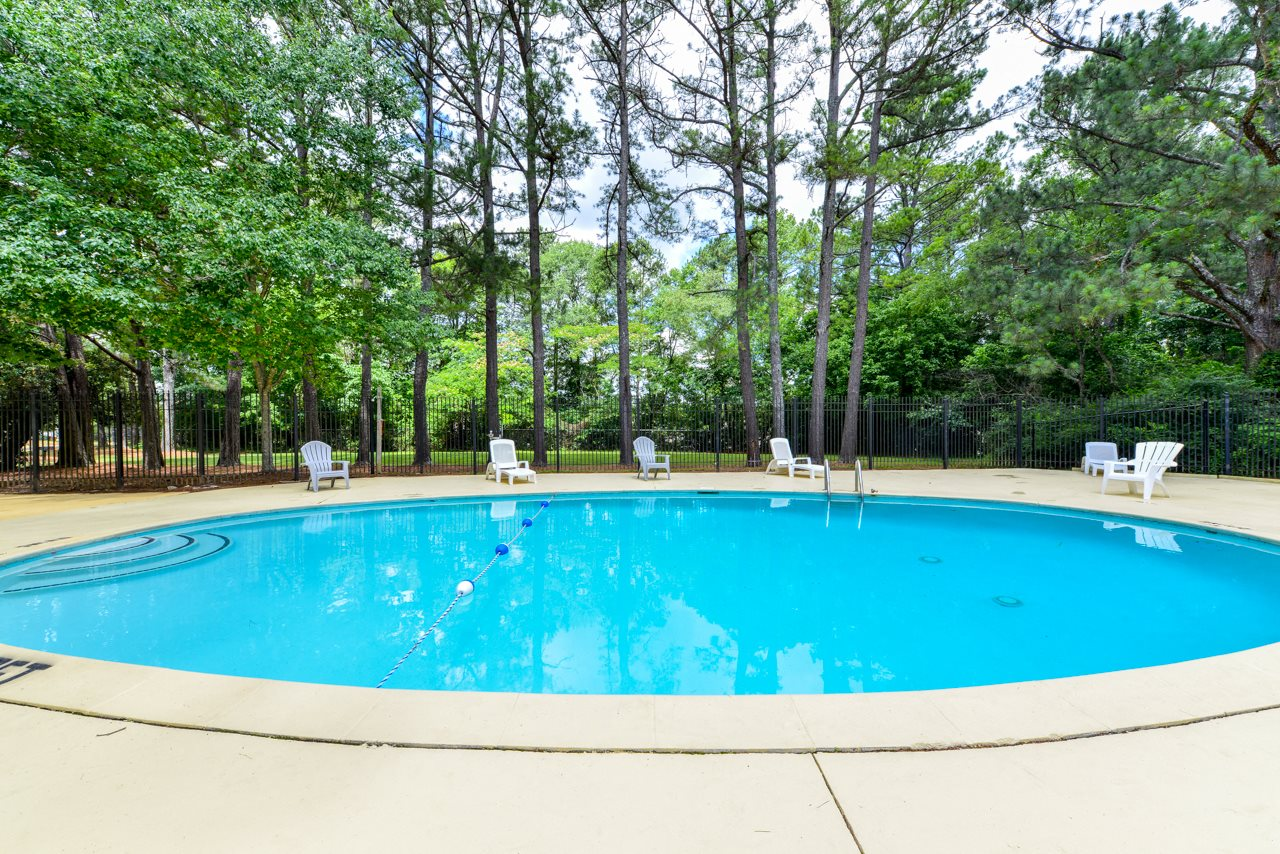 Sparkling Swimming Pool at Oak Run Apartments | Jonesboro, GA 30236