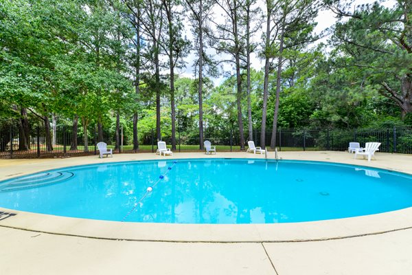 Sparkling Swimming Pool at Oak Run Apartments | Jonesboro, GA 30236