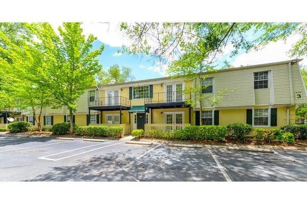 Peaceful, Park-like setting at Oak Run Apartments | Jonesboro, GA 30236