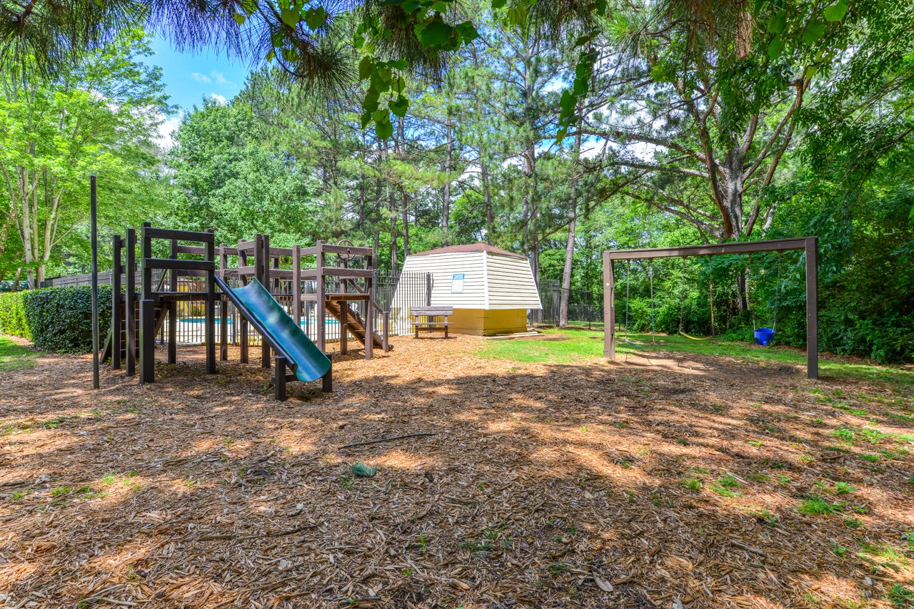 Children's Playground at Oak Run Apartment Homes | Jonesboro, GA 30236