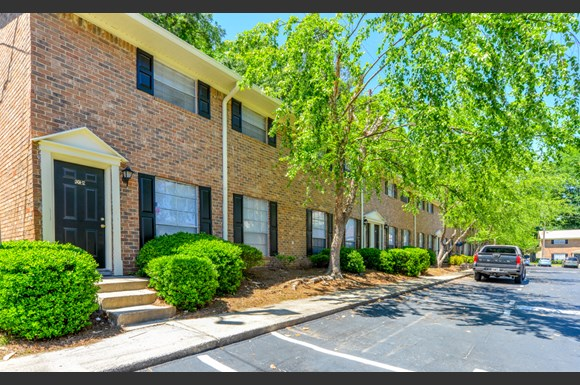 Well Maintained Buildings And Landscaping Great Floorplans Stonetree Apartments East Point Ga